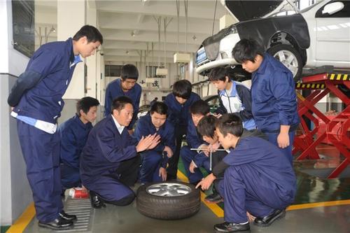 武汉市东西湖职业技术学校汽车运用与维修专业