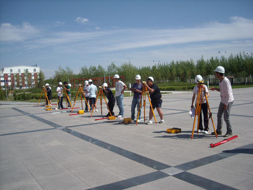 武汉铁路桥梁学校建筑工程技术专业
