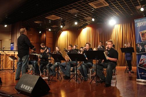 武汉涉外技工学校美国爵士乐队来校表演