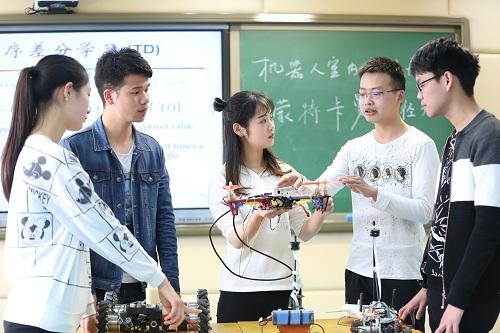 武汉涉外技工学校实验室教学
